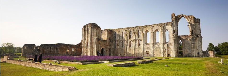 Maillezais une abbaye en Vendée à 10 mn du gite de la Gravée