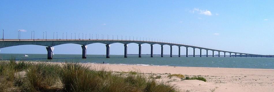 Pont Ile de Ré reliant La Rochelle à l'île de Ré