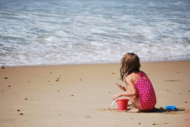 l'heure des châteaux de sable à la plage