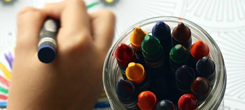 Coloriage pour enfants lors de vacances pluvieuses